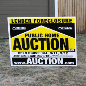 Foreclosure - public home auction sign Photo courtesy photos-public-domain.com